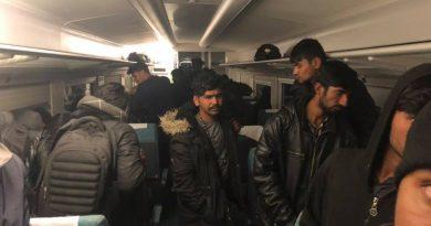 MUP U PRIPRAVNOSTI   Migranti se vozom iz Sarajeva opet uputili prema Bihaću, policija ih čeka u Bosanskoj Otoci