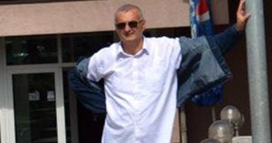 KRIV I DUŽAN KORISTIO LAŽNU DIPLOMU, DUGUJE NOVAC: Ademir Mesić i dalje uživa povjerenje SDP-a Bosanska Krupa