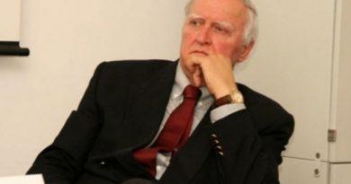DR. BURIĆ IMA RECEPT ZA ODBRANU OD VIRUSA Otorinolarigolog sam 42 godine, znam šta govorim… Ovako ćete otjerati koronu iz usta, nosa i svih dišnih puteva!